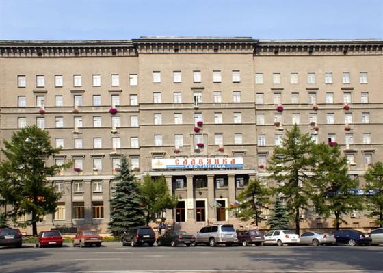 Расстояние от центра: 3 км. Адрес гостиницы: 2 Suvorovskaya ploschad, Moscow, Russia.  Этажей: 7. Номеров: 306.