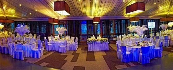 Ресторан Времена года - фотография 8 - Большой зал с банкетной расстановкой